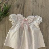 Платье на девочку 3-6 месяцев. В хорошем состоянии.