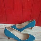 Туфлі із натуральної замші зовні і нат.шкіри всередині 36 рр і устілка 23,5 см з носиком.