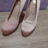 Яркие красивые туфли. 39 ,маломерят 38