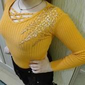 Красивый свитер. Очень яркий и хорошо тянется. На девочку до 11 лет,