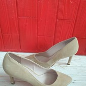 Туфлі-лодочки із натуральної замші зовні і нат.шкіри всередині 37 рр і устілка 24 см з носиком.