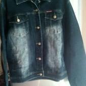 Модная  женская джинсовая куртка  ,  цвет чёрный качество отличное (батал ).