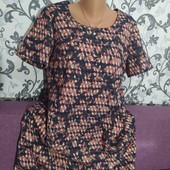 Платье фактурное,размер 52-54.В хорошем состоянии.