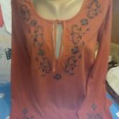 Блузка терракотового цвета с вышивкой на 46-48(укр)