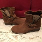 Ботинки із натуральної замші,від Andre,р. 40-ст 26,5см.