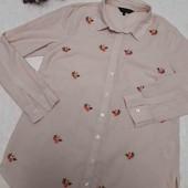 Очень классная рубашка в полоску с вышивкой пудрового цвета в идеальном состоянии!