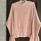 Фирменный красивый свитер в отличном состоянии р.22-24