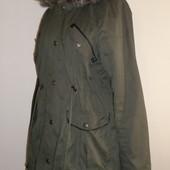 стильная демипарка с длинной спинкой и отделкой из кожзама,18 бирка,пог -61 см