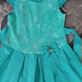Красивое нарядное платье состояние нового.6-7 лет.