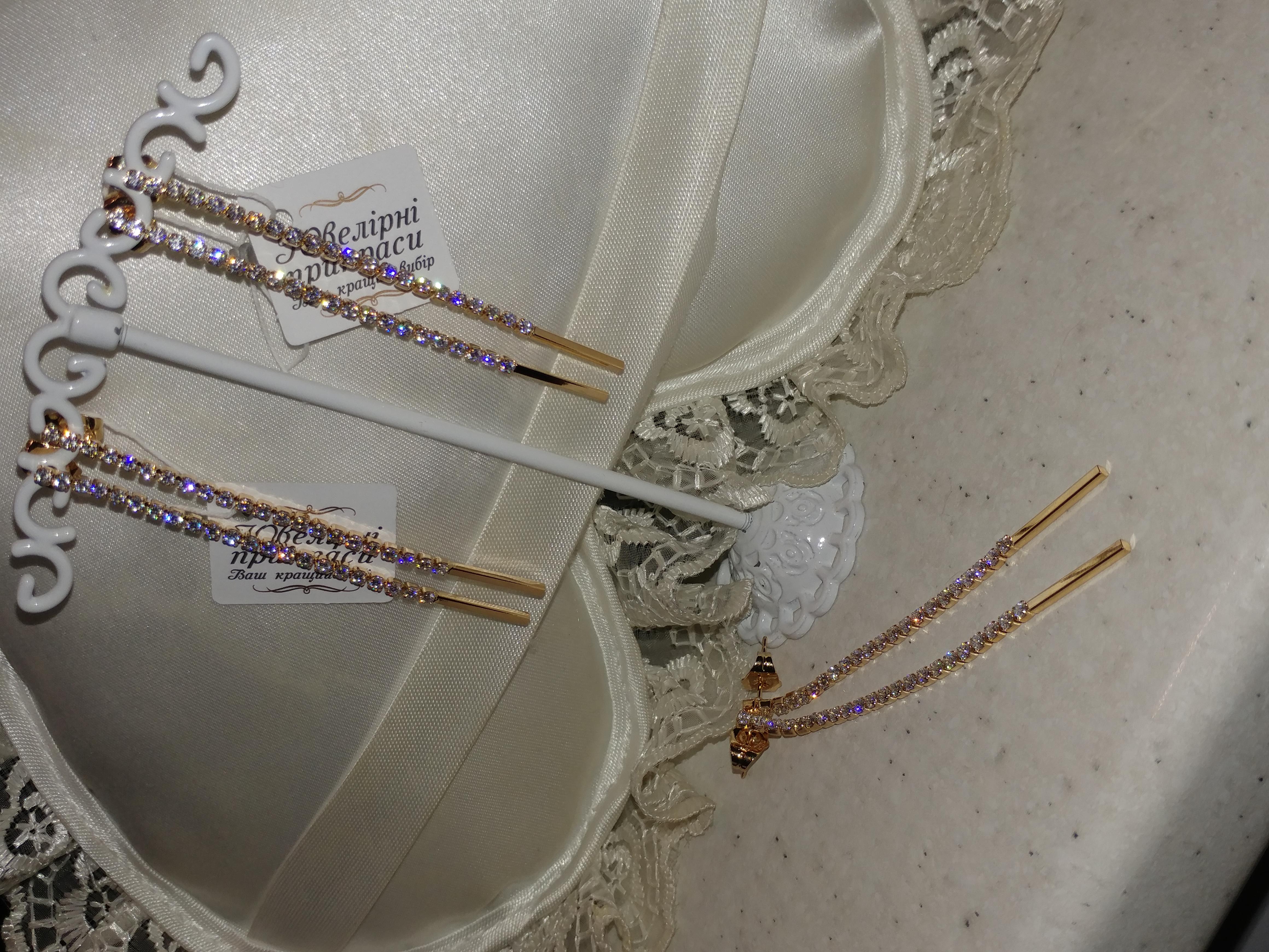 безумно красивые удлиненные серьги-гвоздики с фианитами, позолота 585 пробы