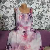 Цветочное платье с пышненькой юбкой,54размера.