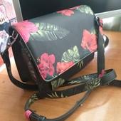 Клатч сумка с принтом цветы, стильная bershka