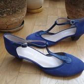 Туфлі із натуральної замші зовні і нат.шкіри всередині 38-39 рр і устілка 25 см.