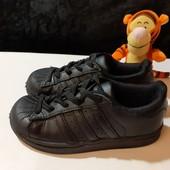 Черные кожаные кроссовки Adidas, ориг. Индия, разм. 28 (16,5 см по бирке, реально 18 см).