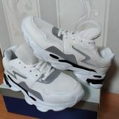 Кроссовки со светоотражающей вставкой белые/ черные 36-39