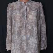 Легусенькая невесомая блузочка в отличном состоянии! Грудь-112 см