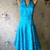 Жаккардовое нарядное платье р. 44/46 (евро 38)