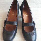 Кожанные туфли р. 39.