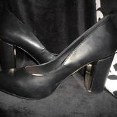 Распродажа красивые модельные туфельки.Последний размер.Устойчивый каблучек