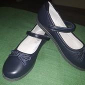 Невероятные,красивенные туфельки в школу!Состояние идеальное,1 раз обуты!Внутри кожа!Том.М. 21,5см