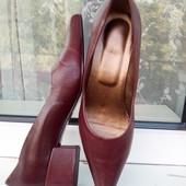 р38(23,5см;маломерят)Кожаные женские туфли Stefani.