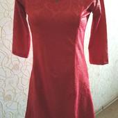 Красивое женское коралловое платье с розами