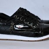 Кроссовки-туфли для девочки.