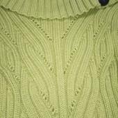 Красивый теплый свитер на стройную