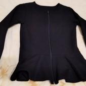 черный пиджак на молнии, размер 64 (6-7 лет).