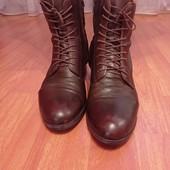 Коричневые кожаные ботики ст.26.5 см состоянии отличное.