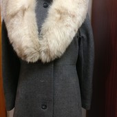 Пальто с большим песцовым воротником