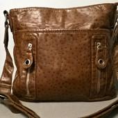 Фирменная сумочка в отличном состоянии. Не маленькая.