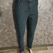 Стильные джинсы в очень хорошем состоянии