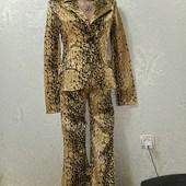 Шикарный стильный яркий костюм р.36 евро Новое состояние Акция читайте