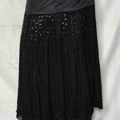 Новая очень красивая фирменная юбочка с биссером и паетками,талия-82. Читаем