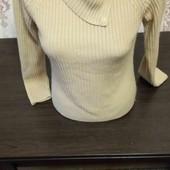 Класный теплый свитер гольф