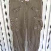 Гарні джинси,низ штанини регулюється замочком,розмір14(пот43,поб53)