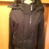 Куртка спортивная с высоким воротником и манжетами. внутри сетка, размер L, Superdry. сост. отлич