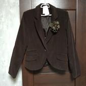 Фирменный новый красивый пиджак с брошкой-цветком р.16