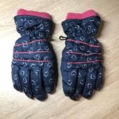 Теплые зимние перчатки.не промокают.в идеале