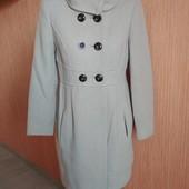 Стильное пальто бежевое 64 %шерсть в хорошем состоянии