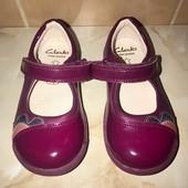Фирменные туфельки, стельки 14,5 см, длина подошвы 16,5 см. Задник жесткий, есть супинатор.