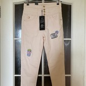 Модные джинсы с нашивками ONLY