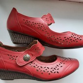 Закрытие туфли с перфорацией на липучках,в хорошем состоянии, 27 см