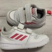 Кроссовки Adidas оригинал 23 размер стелька 14,5 см . Состояние отличное !