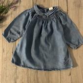 Джинсовое платье для девочки 9-12 месяцев. В хорошем состоянии.