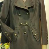 Стильное фирменное пальто. Размер 36