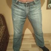 Чоловічі стильні джинси в хорошому стані