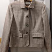 Фирменный, стильный пиджачек. Р-р 18 (наш 52-54). Состояние отличное.