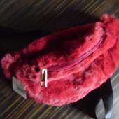 Меховая сумка бананка, цвет спелой вишни, пояс до 140 см